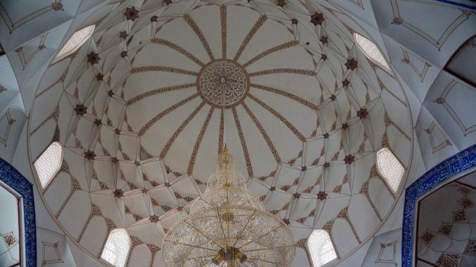 Inside the Bolo Hauz Mosque